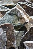 De scherpe plakken van de grungesteen Stock Afbeelding