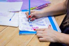De schets van het de tekeningsontwerp van de manierontwerper royalty-vrije stock afbeeldingen