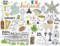 De Schetskrabbels van Ierland Hand Getrokken Ierse die Elementen met vlag en kaart van Ierland, Keltisch Kruis, Kasteel, Klaver,  Royalty-vrije Stock Afbeeldingen