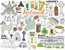 De Schetskrabbels van Ierland Hand Getrokken Ierse die Elementen met vlag en kaart van Ierland, Keltisch Kruis, Kasteel, Klaver,  Stock Foto