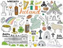 De Schetskrabbels van Ierland Hand Getrokken Ierse die Elementen met vlag en kaart van Ierland, Keltisch Kruis, Kasteel, Klaver,  Stock Fotografie