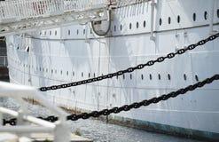 De schil van de witte varende boot royalty-vrije stock foto's