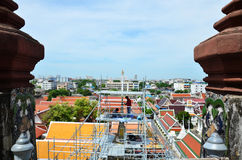 De schilder vernieuwt prang van Wat Arun ratchawararam Royalty-vrije Stock Fotografie