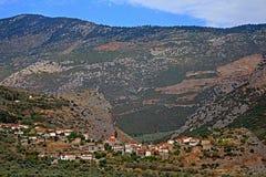 De schilderachtige dorpsrek in de vallei royalty-vrije stock afbeeldingen