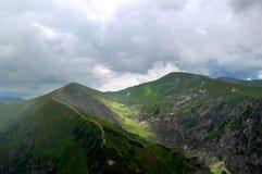 De schilderachtige en geheimzinnige bergvallei Royalty-vrije Stock Afbeelding