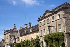 De schilderachtige gezellig ouderwetse oude straten van Cirencester ` s royalty-vrije stock foto