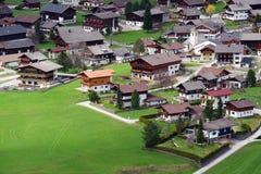 De schilderachtige kleine stad van Kals am Großglockner stock afbeelding
