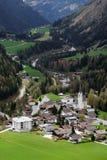 De schilderachtige kleine stad van Kals am Großglockner stock foto's