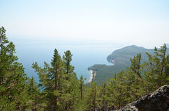 De schilderachtige kustlijn van de westelijke kust van Meer Baikal Hoogste mening Royalty-vrije Stock Afbeelding