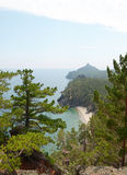 De schilderachtige kustlijn van de westelijke kust van Meer Baikal Hoogste mening Stock Afbeeldingen