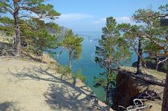 De schilderachtige kustlijn van de westelijke kust van Meer Baikal Hoogste mening Royalty-vrije Stock Foto's