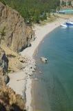 De schilderachtige kustlijn van Sandy Bay Westelijke kust van Meer Baikal Hoogste mening Stock Foto's