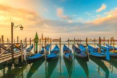 De schilderachtige zonsopgang Venetië Italië van menings beroemde gondels Royalty-vrije Stock Foto