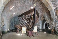 De schip` s skeletten werden voortgebouwd op deze oude scheepswerf eens Alanya, Turkije Royalty-vrije Stock Foto