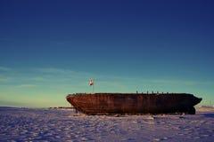 De schipbreuk blijft van Maud, de Baai Nunavut van Cambridge stock foto
