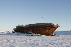 De schipbreuk blijft van Maud, de Baai Nunavut van Cambridge stock foto's