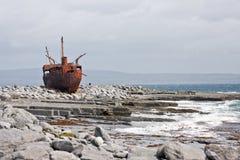 De schipbreuk van PMV Plassy, Inisheer, Aran Islands, Ierland Stock Foto's