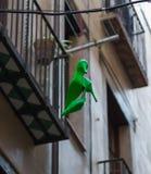 De schoen die op een draad in Barcelona, Spanje hangen royalty-vrije stock foto