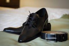 De schoenen en de riem van het leer Royalty-vrije Stock Foto's