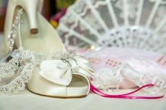 Bruids schoenen en toebehoren Stock Foto's