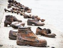 De schoenen op de bank van Donau is een gedenkteken in Boedapest, Hongarije Royalty-vrije Stock Foto's