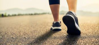 De schoenen van agenten zijn bereid om het uitgangspunt te verlaten Joggingtraining en sport gezonde levensstijl royalty-vrije stock foto