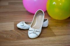 De schoenen van de bruid `s Stock Afbeelding