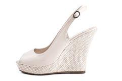 De schoenen van de beige vrouw Stock Foto's