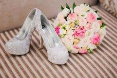De schoenen van de huwelijksbloem Royalty-vrije Stock Fotografie