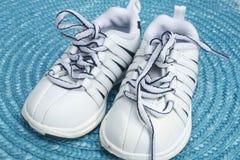 De schoenen van de peuter Stock Foto's