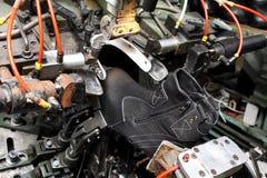 De schoenen van de productieontwerper Schoeiselproductie door menselijke handen Sho Royalty-vrije Stock Foto