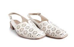 De schoenen van de witte vrouw Stock Afbeeldingen