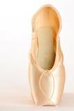 De Schoenen van het ballet die op wit worden geïsoleerd royalty-vrije stock afbeelding