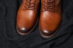 De schoenen van het manierleer, een donkere sweater Royalty-vrije Stock Afbeelding