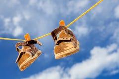 De schoenen van jonge geitjes royalty-vrije stock fotografie