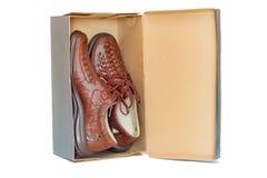 De schoenen van mensen in het pakket op een witte achtergrond Stock Afbeelding