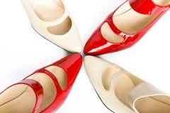 De schoenen van twee paren elegante dames Stock Afbeelding