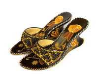 De schoenen van vrouwen met borduurwerk stock afbeelding