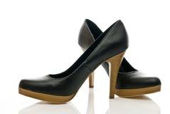 De schoenen van vrouwen op hoge geïsoleerdew hielen Royalty-vrije Stock Fotografie