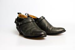 De schoenen van zwarte leervrouwen Stock Foto's