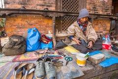 De schoenmakerswerken aangaande de straat Het kastesysteem is vandaag nog intact maar de regels zijn niet zo stijf aangezien zij  Stock Foto