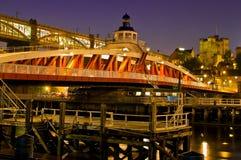 De Schommelingsbrug en Kasteel van Newcastle. Stock Fotografie