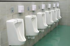 De schone openbare ruimte van het mensentoilet Stock Afbeeldingen