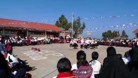 De school van het dorp in Taquile, Meer Titicaca, Peru Stock Afbeeldingen