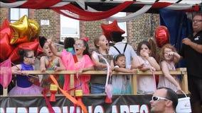 De school van Kent van uitvoerende kunsten in het festival van straatcarnaval stock footage