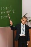 De schooljongen bij een les van wiskunde Stock Afbeeldingen