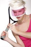 De schoonheid schoot blond perfect jong modelslijtage roze vizier Stock Afbeeldingen