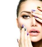 De Schoonheid van de manier. Manicure en Make-up Royalty-vrije Stock Fotografie