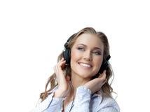De schoonheid van de vrouw met hoofdtelefoons Stock Foto's
