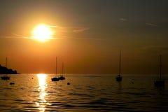 De schoonheid van de zonsondergang op de kust Royalty-vrije Stock Afbeelding